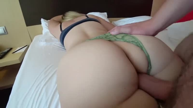 Трахает бабу с толстой попой, POV sex home film porn ass doggy butt bang young girl