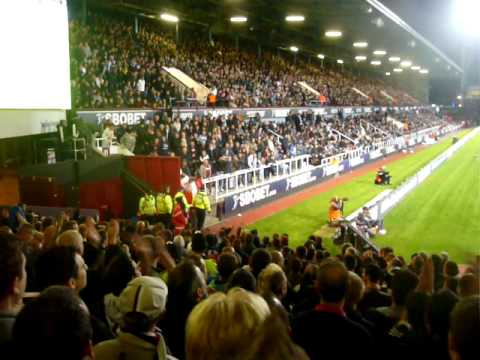 West Ham-Newcastle 1-2. Andy Carroll's goal, the Geordie Boys take the piss