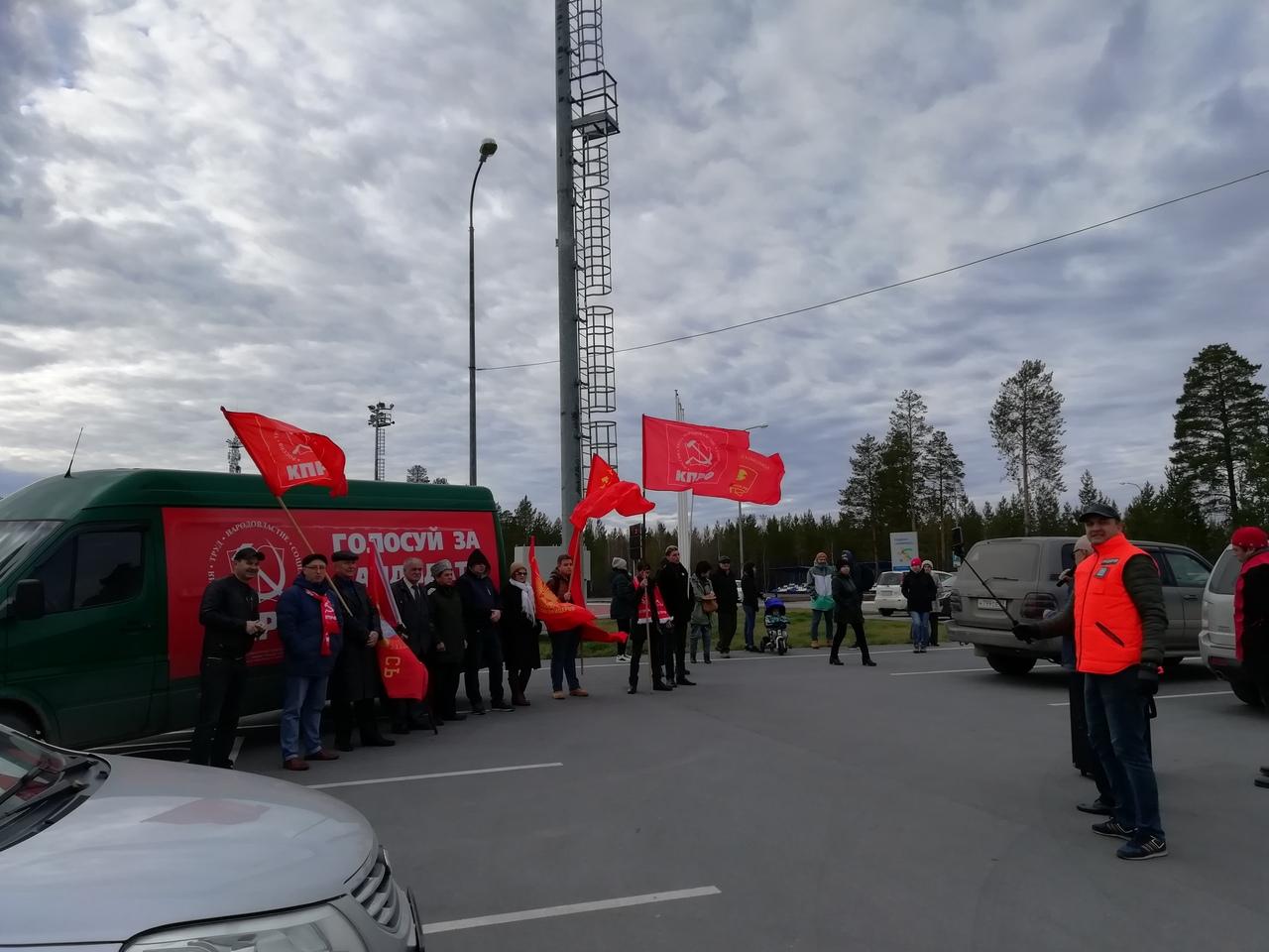 Ноябрьский суд отменил штраф, выписанный Бондарчуку за нарушение ПДД во время митинга