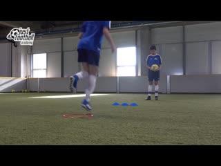 Упражнение в парах на координацию и прием передачу мяча