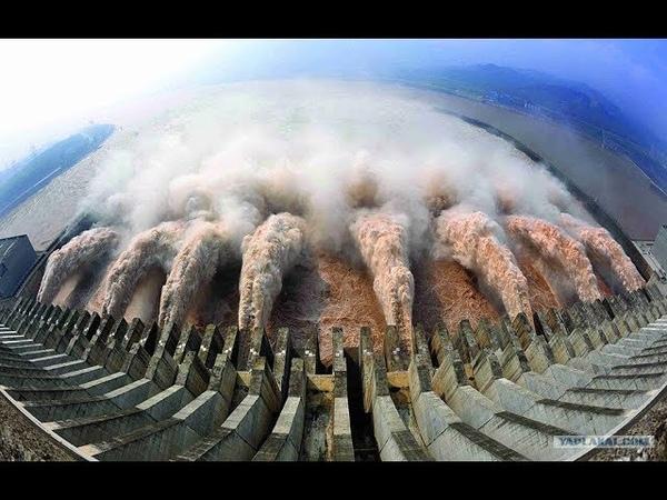 Большая подборка зрелищных аварийных сброса воды из дамбы 2018