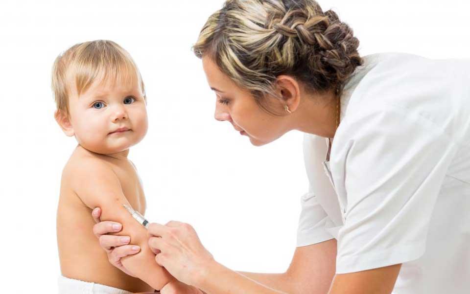 Три дозы вакцины против гепатита В даются детям.