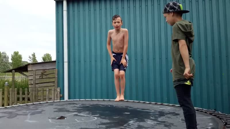 Salto in het zwembad