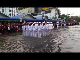 Вот как встречают Русских моряков на параде в Таиланде