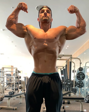 "Ryan Terry on Instagram: ""Some last bit of posing and iso tension before carbing up and drying out today 💪🏼 excited to be back in Korea and competing at the…"""