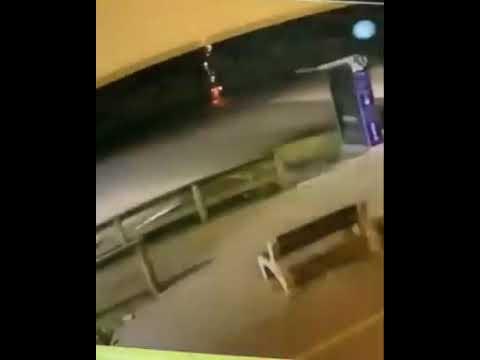 Câmera de segurança flagra o momento exato em que homem é atingido por raio em Itapema