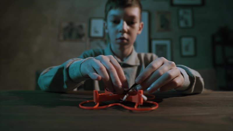 Умный и безопасный дрон для детей