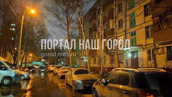 Освещение во дворе на Маршала Чуйкова восстановили по просьбе жителя