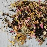 Травяной чай: мята, ромашка, лепестки роз, лаванда