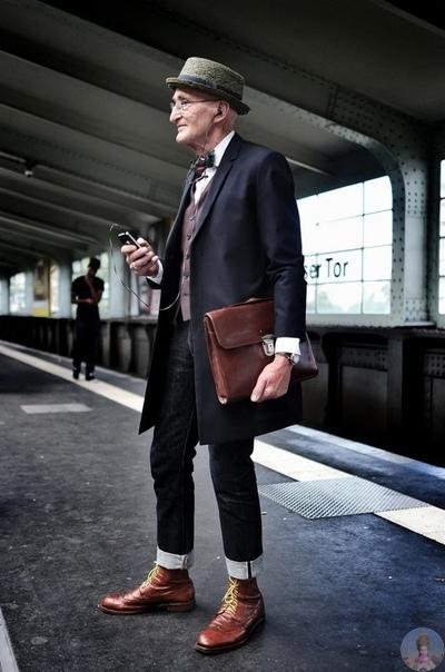 Этот мужчина радует своим внешним видом всех жителей Берлина.