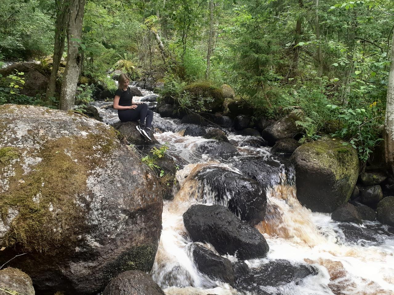 Куолемаярви-Тарасовское. Лесной водопад Миланакоски и прозрачное озеро.