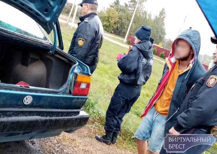 Похищенную в Бресте девушку защитили жители д. Бусни под Жабинкой. Она вырвалась из багажника автомобиля