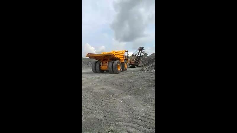 БелАЗ 240 тонн первая погрузка