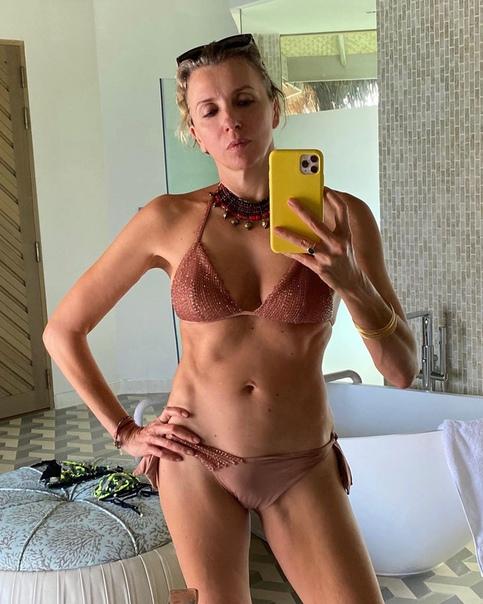 Светлана Бондарчук показала свою фигуру! Напомним, ей 51. Как вы считаете, выглядит на свой возраст или нет