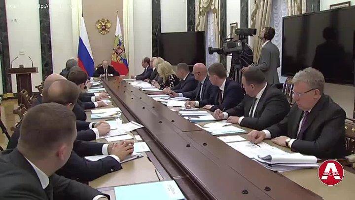 Вот настоящий цинизм Это масштабная работа Она очень важна потому что другого шанса и другого такого объема денег не удастся сконцентрировать сказал Путин Т е у него не было шанса 20 лет особенно когда нефть стоила больше 100$ за баррель и бюджет был залит деньгами