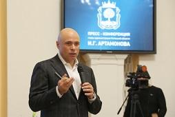 Игорь Артамонов во время пресс-конференции ответил на три десятка вопросов журналистов