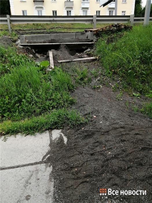 [club34172693|Из-за разрушенных ливневых колодцев грязь залила тротуар на Красногвардейской]