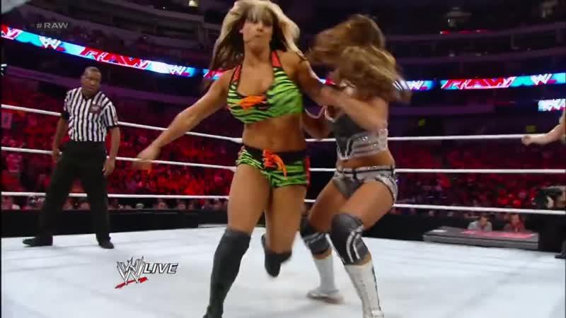 Layla Kaitlyn vs Eve Beth Phoenix Raw August 13 2012