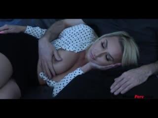 Спящая мама сосет сыну (домашнее порно, реальный инцент секс, зрелая, красивая мама)