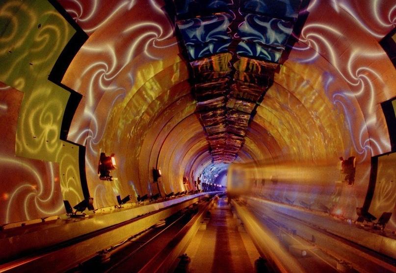 ТОП самых красивых метро, изображение №15