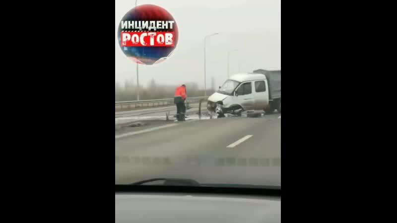 Авария на западном выезде в сторону Азова. Газели сильно досталось!