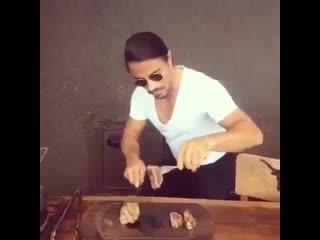 Когда готовишь себе мясо