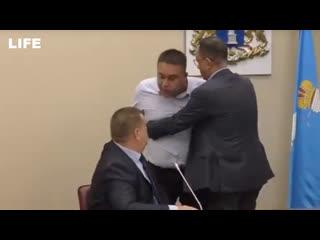 """Депутаты устроили """"пацанские разборки"""" в Ульяновске"""