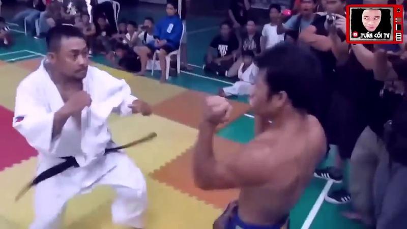 Karate vs Muay Thái Không găng không giáp