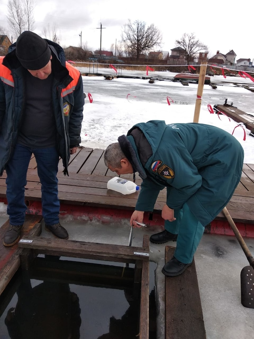 В преддверии крещенских купаний Спасатели Марий Эл измерили толщину льда на водоемах