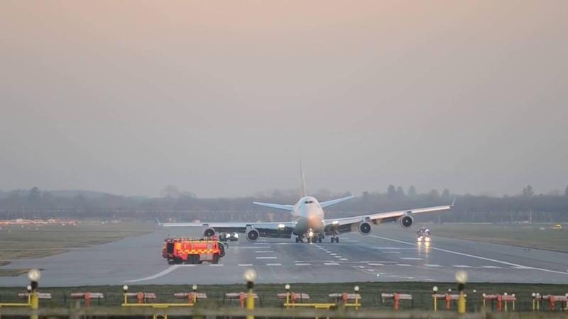 Аварийная Посадка Boeing 747 400 а к Вирджин Атлантик без правого шасси