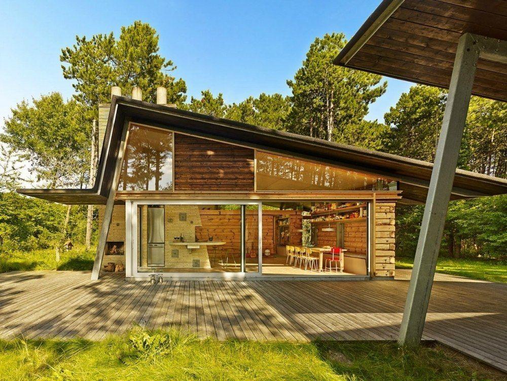 Деревянный дом в Дании с огромными окнами