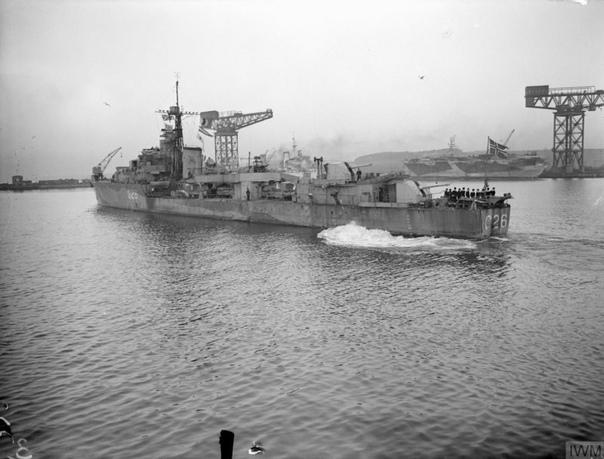 Норвежский эсминец Stord, действовавший в составе британских ВМС, в порту Росайт; 4-е января 1944-го года Прибыл в порт в Шотландии для устранения повреждений, полученных в ходе боя у мыса