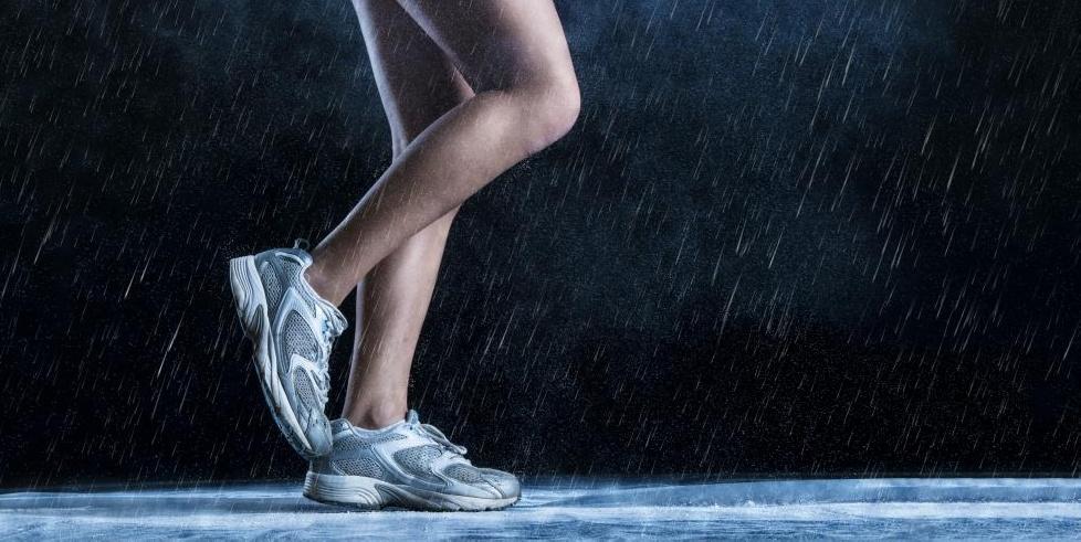Бегуны могут испытывать судороги ног.