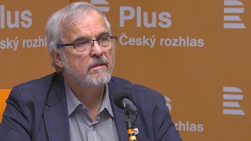 Ivan David Politici kteří mají blízko k moci falšují dějiny třeba TOP 09 a Pavel Novotný z ODS