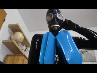 Latex catsuit gas mask orgazm