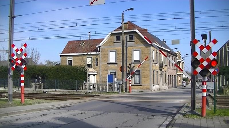 Spoorwegovergang Lede (B) Railroad crossing Passage à niveau