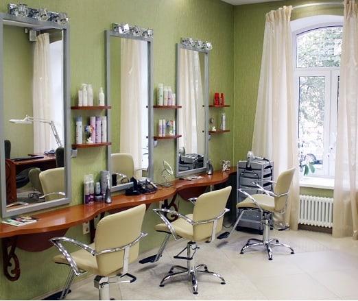 С сегодняшнего дня региональное правительство разрешило осуществлять свою деятельность парикмахерским, но с условиями, которые подробно обозначены в соответствующем постановлении №325-П от 24