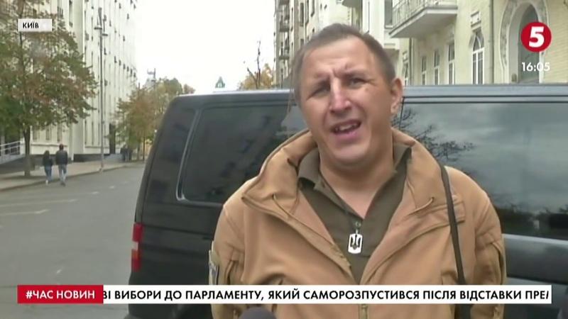 Зупинимо капітуляцію активісти принесли шини під Офіс президента включення