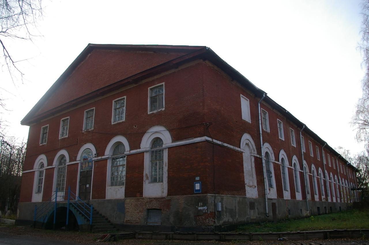 Новгород в октябре. Аракчеевские казармы в деревне Новоселицы