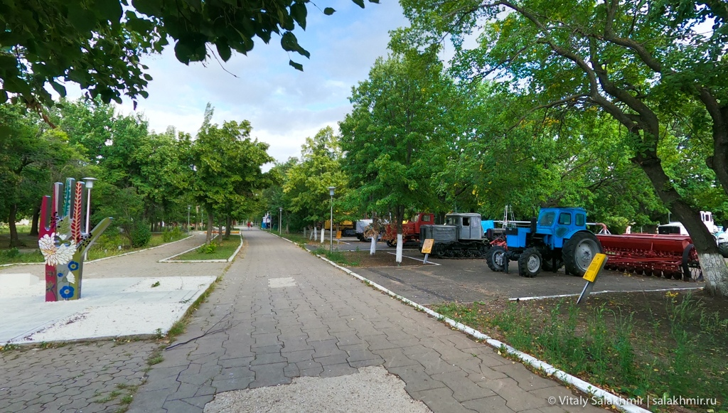 Панорама выставки сельскохозяйственной техники, Саратов 2020