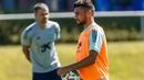 Óscar Rodríguez demuestra su maravilloso golpeo en el entrenamiento de la Selección española