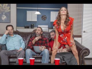 Сочная жена изменяет мужу с его лучшим другом (Ariella Ferrera,инцест,milf,минет,секс,мамку,сиськи,brazzers,мачеху,зрелую)