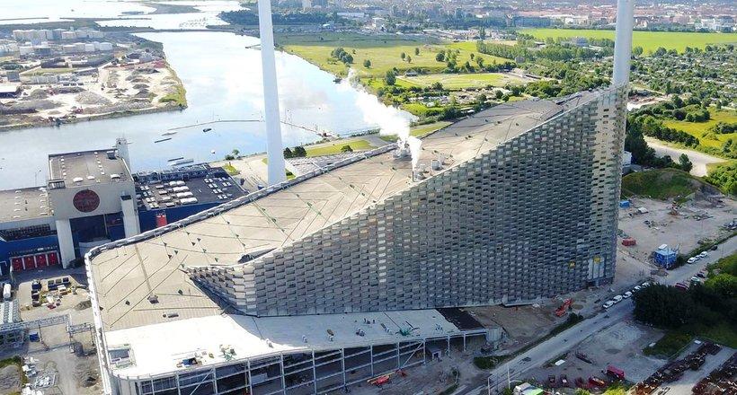 В Дании строят мусороперерабатывающий завод с горнолыжным курортом на крыше