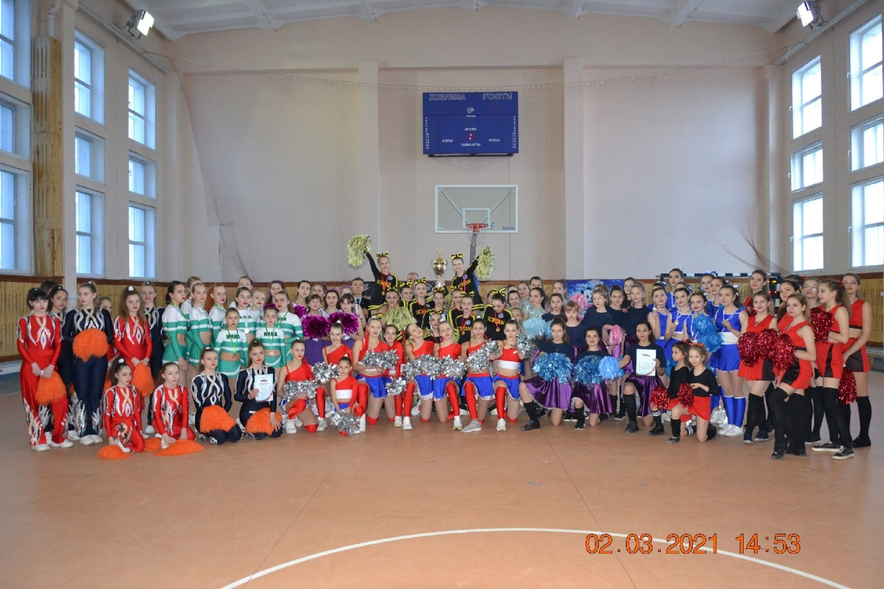 В Донецке прошли соревнования среди групп поддержки спортивных команд районов города