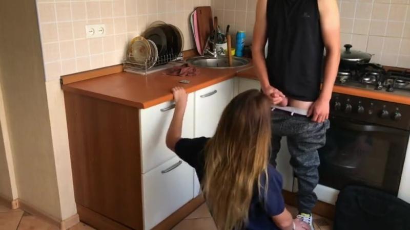 Жена Соблазняет Сантехника и Предлагает Свою Киску(Ебёт, порно, CFNM, Фетиш, Куколд, hardcore, handjob, Interracial, жёстко)