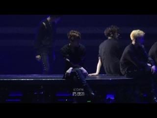 [FANCAM] 170211 The EXOrDIUM in HongKong @ EXO's Chanyeol and Baekhyun - White Noise