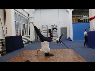 Алёнка headspin practice