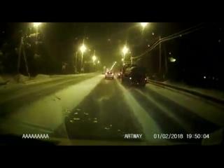 В Ленобласти на Выборгском шоссе бензовоз влетел в столб