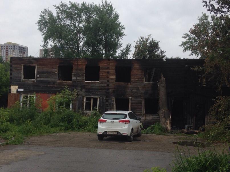 Уже сгоревший дом. Это не мы сделали, честное слово)))