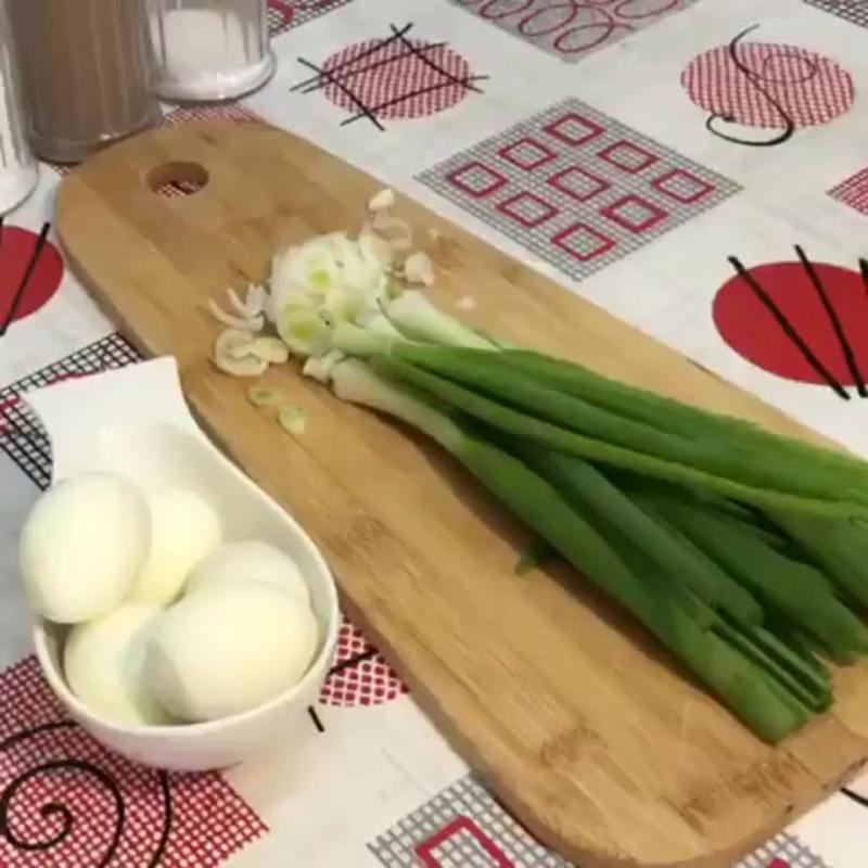Салат «Чиполлино» (ингредиенты указаны в описании видео)